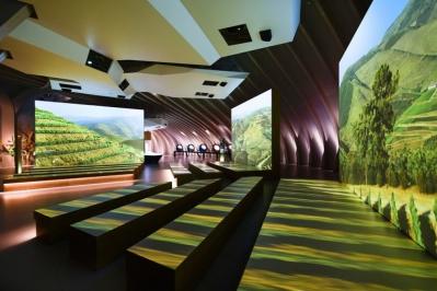 Винный парк La Cite du Vin приглашает гурманов и ценителей
